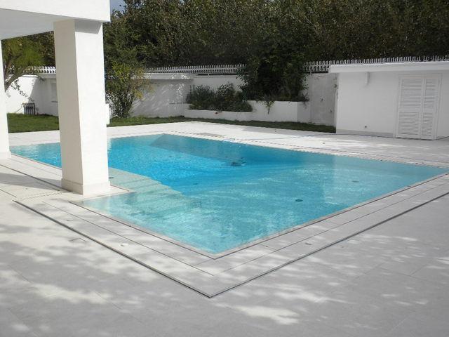 piscina a pelo d'acqua
